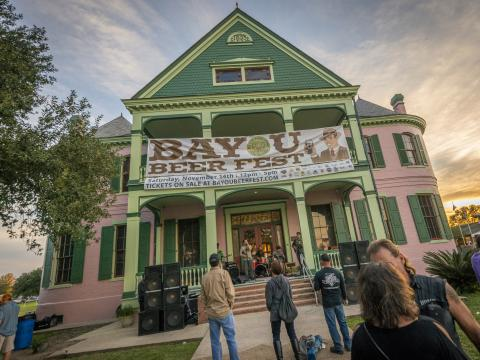 Música en el portal en Bayou Beer Fest