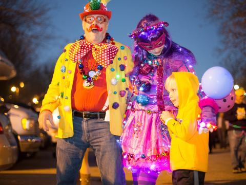 Todos ataviados para Mardi Gras, al estilo de Baton Rouge