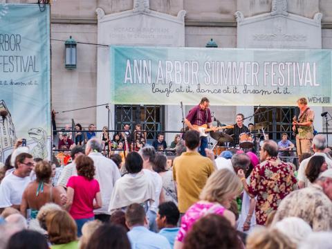 Una galería especializada en acuarelas en Ann Arbor Street Art Fair