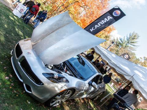 Exhibición de modernos autos y tecnología en el Northwood International Auto Show