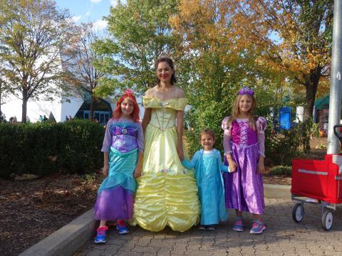 Diversión con los disfraces de Halloween en el evento de Detroit Zoo Boo
