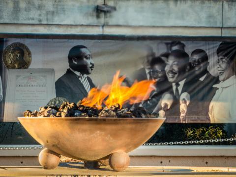 La llama eterna ardiendo en The King Center en Atlanta, Georgia