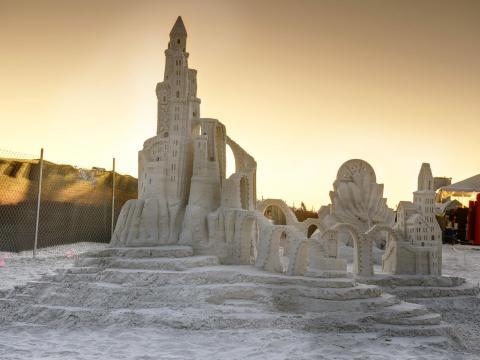 Un impresionante castillo de arena en exhibición durante el American Sandsculpting Championship