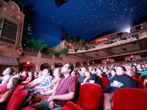 Una proyección de películas en el Plaza Theatre durante el Plaza Classic Film Fest en el Paso, Texas