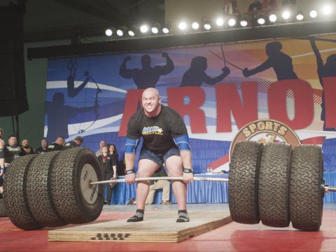 Competencia de levantamiento de pesas durante el Arnold Sports Festival en Columbus, Ohio