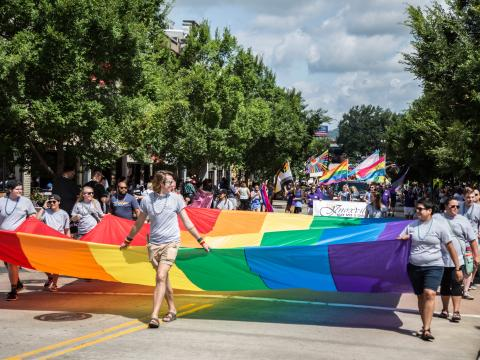 Desfile durante el Knox Pridefest en Knoxville, Tennessee